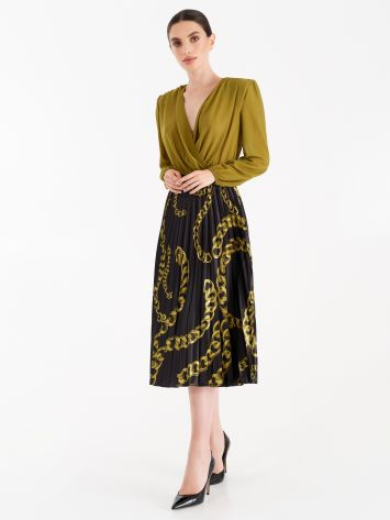 Dress with pleated skirt and chain-print in oil green Dress with pleated skirt and chain-print in oil green Rinascimento