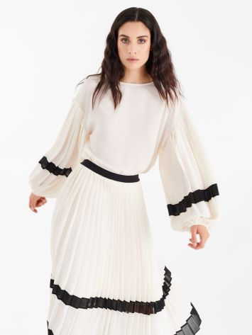 Blouse with pleated sleeves Blouse with pleated sleeves Rinascimento
