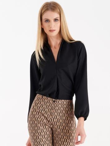 V-neck neckline blouse V-neck neckline blouse Rinascimento