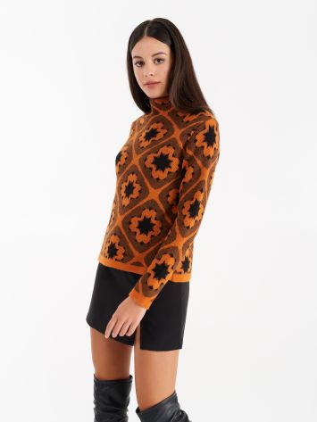 Jacquard workmanship knit top, in orange colours. Jacquard workmanship knit top, in orange colours. Rinascimento