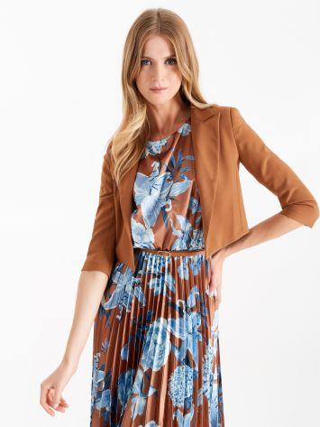 Petite veste sans boutonnage avec revers en pointe couleur caramel Petite veste sans boutonnage avec revers en pointe couleur caramel Rinascimento