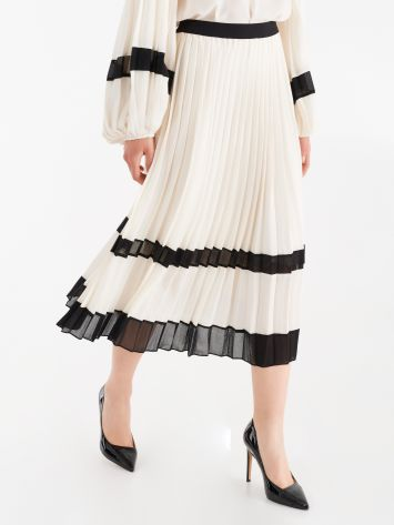 Pleated skirt with contrasting inserts Pleated skirt with contrasting inserts Rinascimento