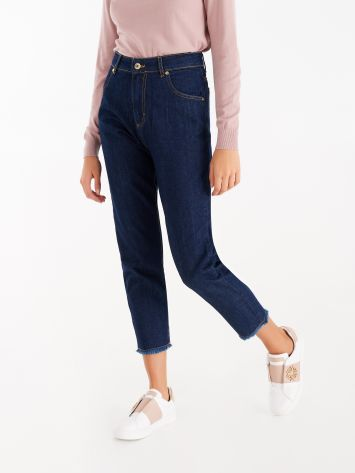 Cropped jeans with fringed hems Cropped jeans with fringed hems Rinascimento