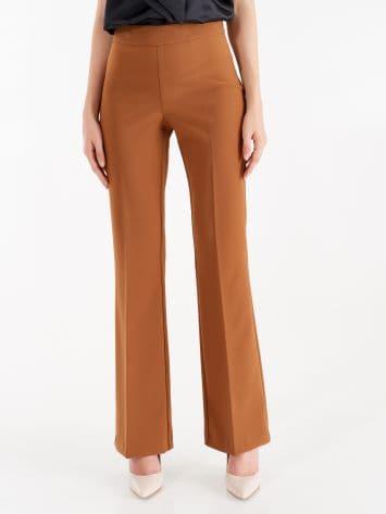 Pantaloni Mid Flared in Tessuto Tecnico color Marrone Caramello Pantaloni Mid Flared in Tessuto Tecnico color Marrone Caramello Rinascimento