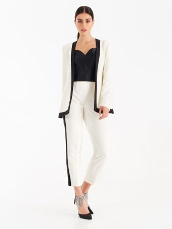 Suit with contrasting trim