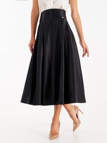 Vestido midi de raso estructurado color negro