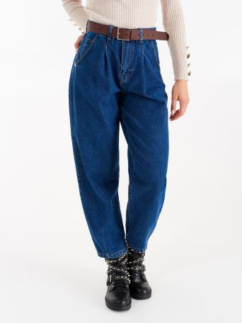 Slouchy jeans with belt