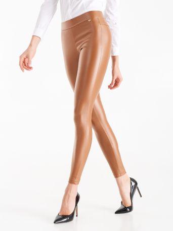 Legging en tissu enduit couleur marron tabac