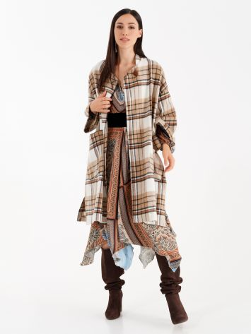 Chequered cape in caramel colours Chequered cape in caramel colours Rinascimento