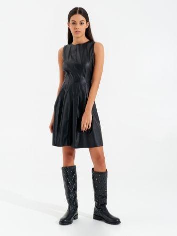 Vestido corto de cuero sintético Vestido corto de cuero sintético Rinascimento