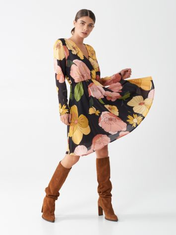 Short dress with floral print Short dress with floral print Rinascimento