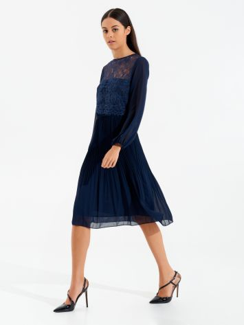 Short lace and plissé dress Short lace and plissé dress Rinascimento